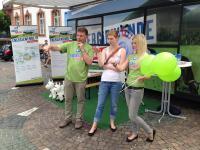 Engagiert: Die Mitarbeiter des Fachverbandes Biogas erkl�ren auf ihrer Info-Tour durch Deutschland, was Biogas alles leisten kann.