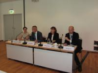 W�hrend der Pressekonferenz von VDMA und BDEW: Catherine Diethelm, Presseverantwortliche BDEW, Andreas Nauen (VDMA), Hildegard M�ller und Henning Je�, BDEW.
