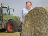 Die meisten Landwirte sehen die neue Tierschutz-Initiative von Agrarminister Schmidt kritisch.