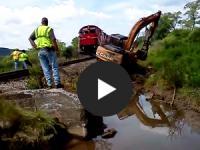 Netzschau: Lokomotive rettet Case Bagger