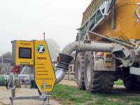 Um die N�hrstoffe in der G�lle gleich beim Bef�llen des Tankwagens festzustellen, hat Zunhammer ein elektronisches Steuer- und Regelsystem namens TRISTA entwickelt.