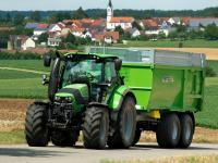 Der 6140 Agrotron von Same Deutz Fahr ist ein kleiner sechs-Zylinder im vier-Zylinder-Konzept.