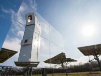 """Der Solarturm J�lich des Deutschen Zentrums f�r Luft- und Raumfahrt (DLR) ist der 43. von 1.000 """"Schritten"""" in eine klimafreundliche Zukunft."""