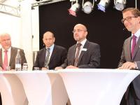 Die Wirtschaftsgespr�che moderierte LAND & Forst-Chefredakteur Ralf Stephan (2.v.r). Peter Kuhlmann-Warning (v.l.), Thomas Bretzger und Harald T�lle diskutierten �ber Agrarfinanzen.