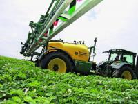 Die John Deere M740i wurde auf unserem Testbetrieb vor allem f�r den Pflanzenschutz auf den Kartoffelschl�gen eingesetzt.