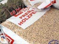 G�nstige Holzpelletpreise: Ein Kilogramm Holzpellets erh�lt man derzeit f�r 25,13 Cent.