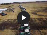 Netzschau: Die L�ngste (Fendt-)Traktorenschlange der Welt