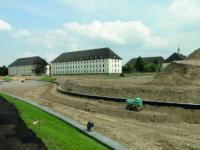 Die ehemaligen Kasernengeb�ude im Entwicklungsgebiet wurden bereits vor den Erdarbeiten an K�hnbachgraben und K�hnbachteich saniert.