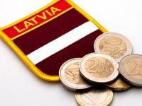 Geldautomaten in Lettland geben seit Mitternacht des Neujahrstages Euro aus.